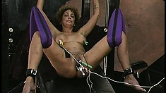 Babe hangs in suspension while her pussy lips get a good stretching