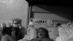 Webcam girl masturbating her pussy