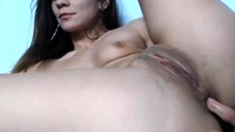 Sexy camgiirl fingers her ass