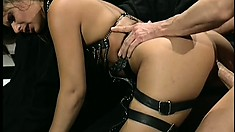 Peter North slides his cock slowly inside this hot babe's snatch